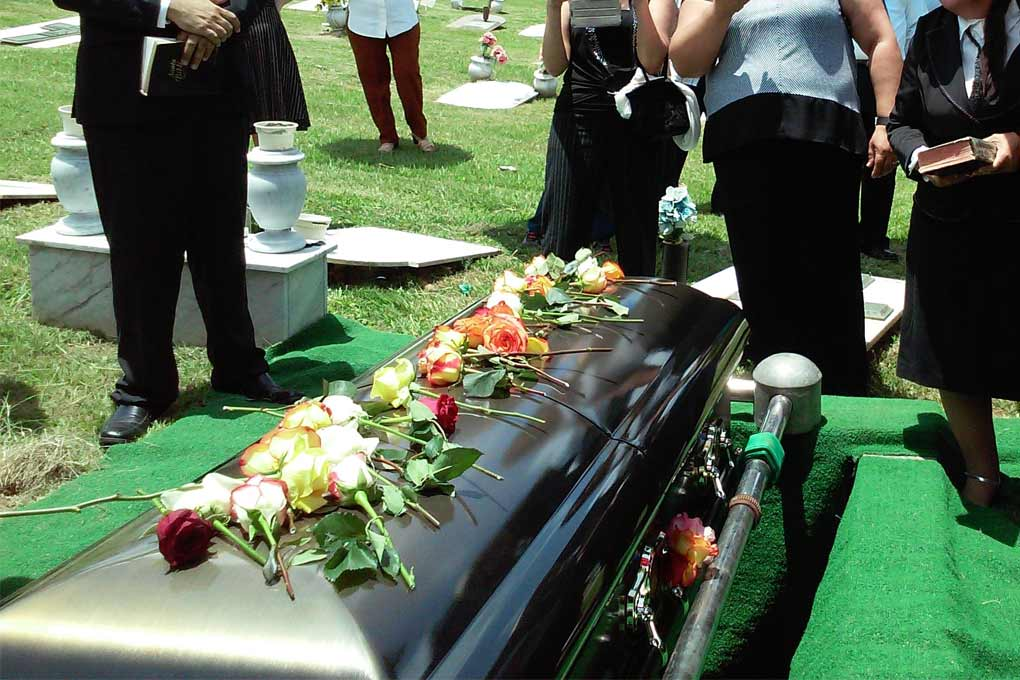 Some Etiquette to Keep in Mind While Attending A Funeral Service